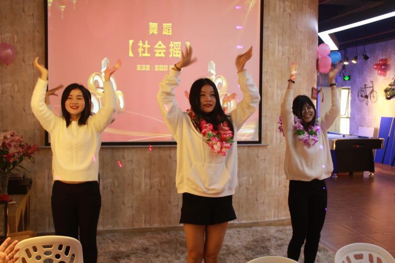 美女们的社会摇舞蹈走起,多美啊!