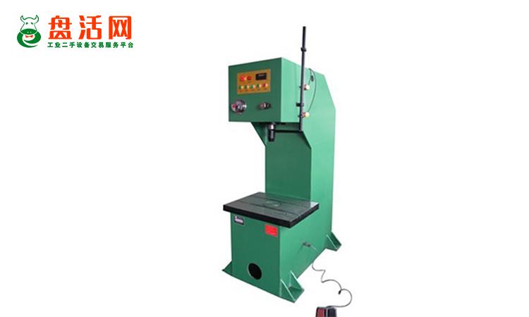 二手单柱式油压机设备与四柱式油压机设备有哪些容易区别的特点?